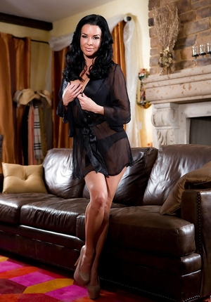 Raunchy brunette Sexually available mom Veronica Avluv fingers cum bucket after bares large jugs